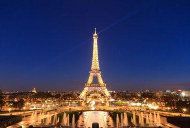 tour-eiffel-illuminata-a-parigi-maxw-1280